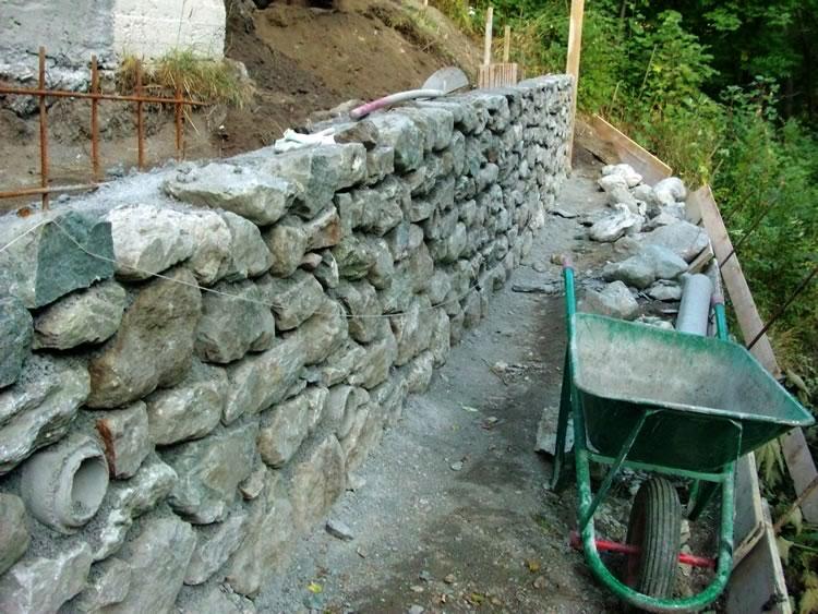 Muratura for Costo per costruire pilastri di pietra